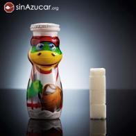 Una botellita de Danonino Bebedino contiene 13,4g de azúcar, equivalente a 3,4 terrones. Eso sí, los peques pueden jugar con la botella ;)