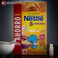 Una papilla Nestlé de 8 cereales (35g) contiene 9,2g de azúcar, equivalente a 2,3 terrones. No se ha incluido la leche para el cálculo del azúcar. El azúcar proviene del proceso de hidrolización de la harina, que convierte el almidón en azúcares simples.