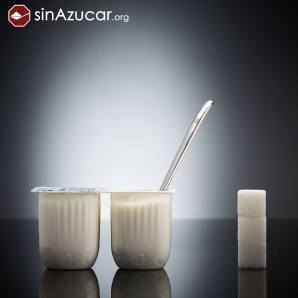 Dos Petit Suisse (2x60g) naturales azucarados Rik&Rok de Alcampo contienen 12g de azúcar, equivalente a 3 terrones.