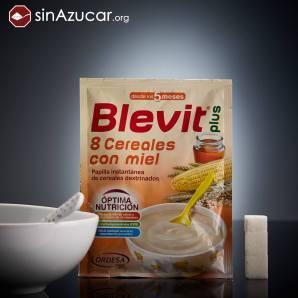Una papilla de 8 Cereales con Miel de la marca Blevit contiene 11,34g de azúcar, equivalente a 2,8 terrones. No se ha incluido la leche para el cálculo del azúcar.